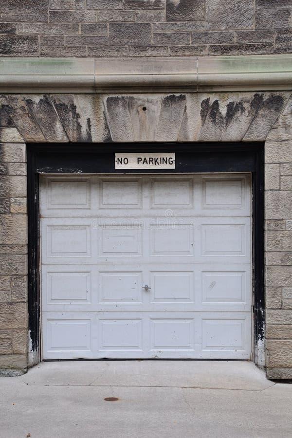 Kein Parken-Zeichen stockbilder