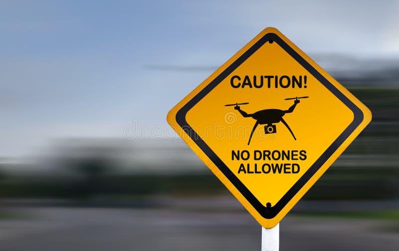 Keine Brummen - gelbes Vorsicht-Zeichen - Flug-Luftraum-Beschränkungs-Mitteilung erlaubt stockfotografie