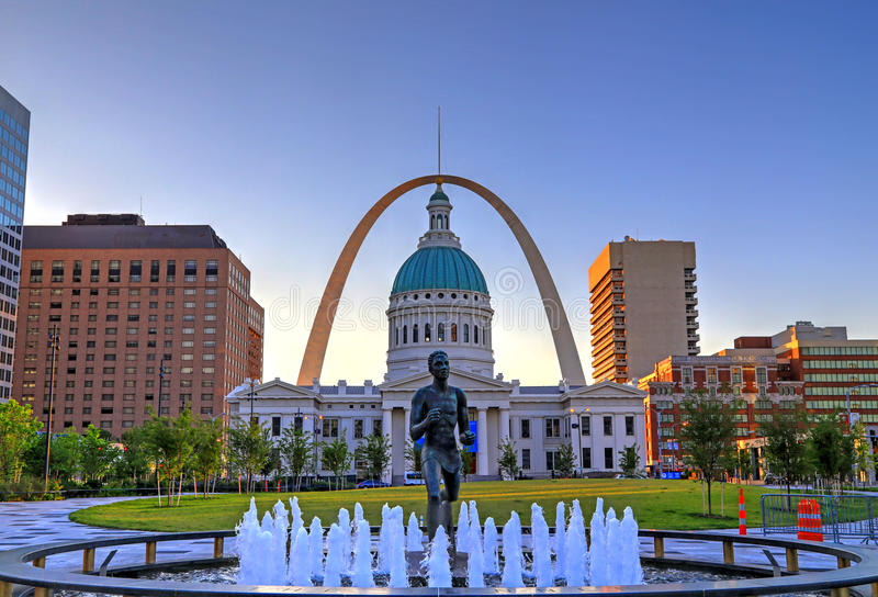 Keiner Plaza and Gateway Arch in St. Louis royalty free stock images