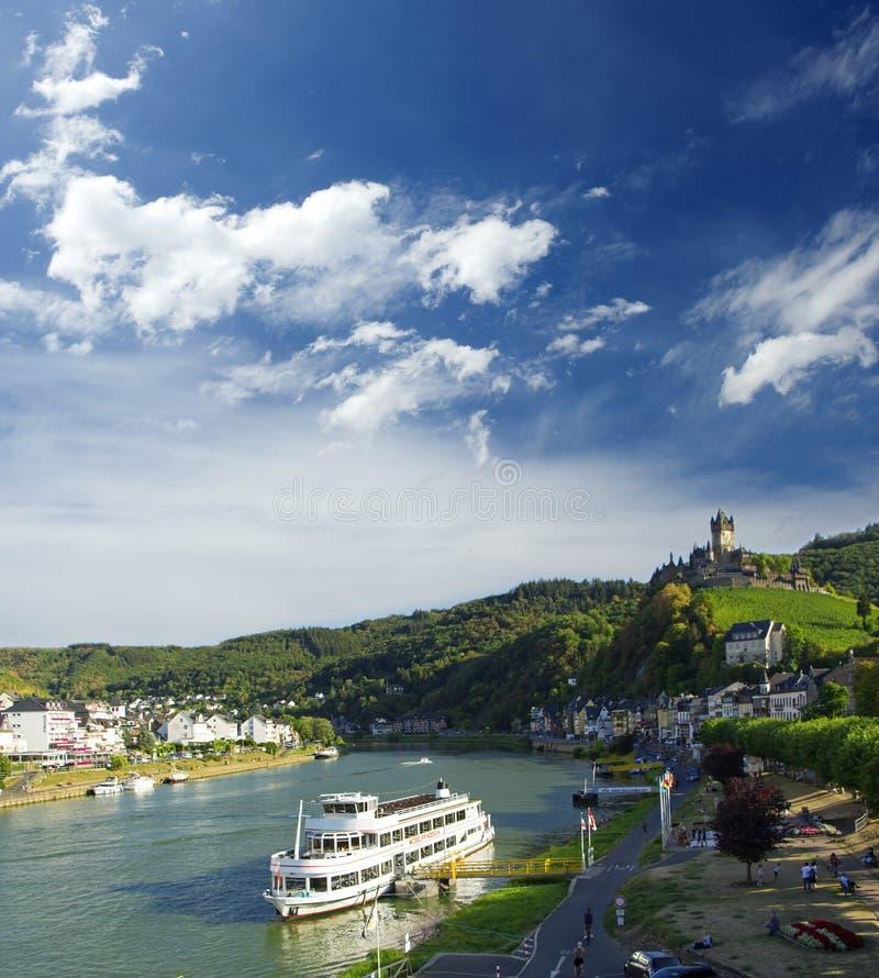 Keizerkasteel Reichsburg op de rivier van Moezel Cochemstad Landschap stock afbeeldingen