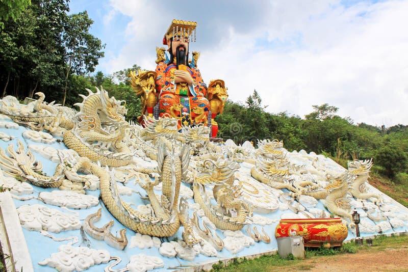 Keizerstandbeeld in Guan Yin Temple, het Gemeentelijke Park van Hatyai, Hatyai, Thailand royalty-vrije stock afbeeldingen