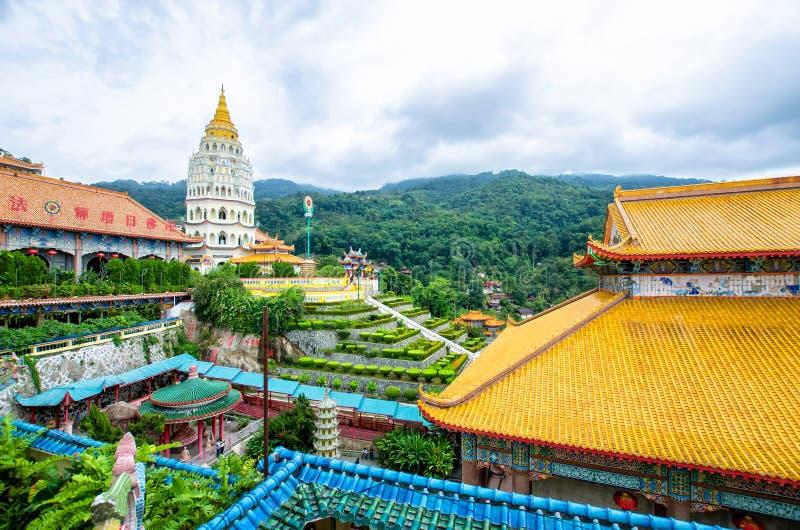 Kek Lok Si寺庙在空气位于的佛教寺庙Itam在槟榔岛 它是其中一个在海岛上的最响誉的寺庙 免版税库存图片