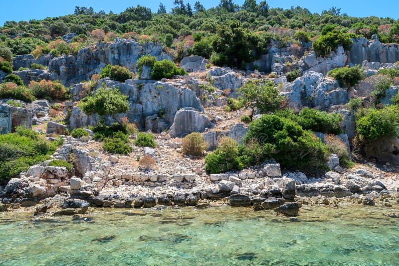 Kekova onde naufrágios afundados da cidade antiga que foi destruída por terremotos no século II, Tukey de Dolkisthe fotografia de stock
