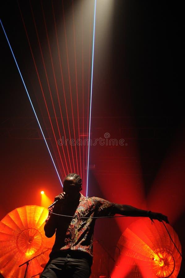 Kele Okereke prawo ziemi i rytmu indie zespół rockowy Bloc Party gitarzysta. obrazy royalty free