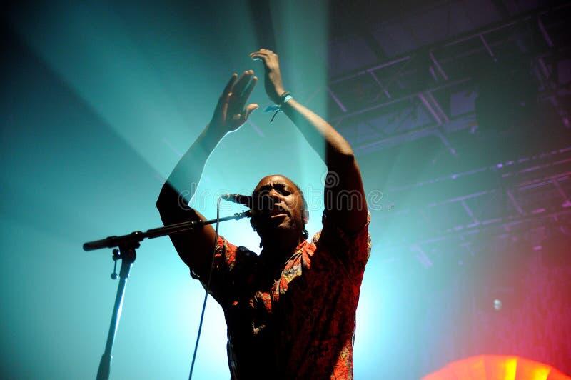 Kele Okereke prawo ziemi i rytmu indie zespół rockowy Bloc Party gitarzysta. zdjęcie stock