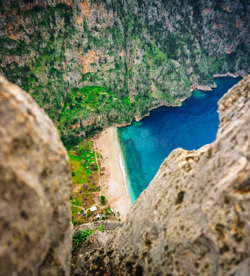 Kelebekler Vadisi蝴蝶谷在Oludeniz,费特希耶,Mugla,土耳其 Lycian方式 夏天和假日概念 石细节 图库摄影