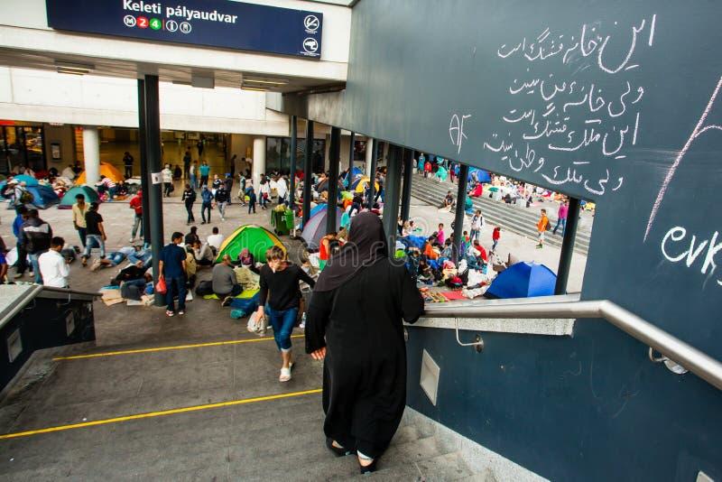 Download Keleti火车站的战争难民 编辑类图片. 图片 包括有 安格拉, 袭击, 惨暴, 晚年, koran, 阵营 - 59110670
