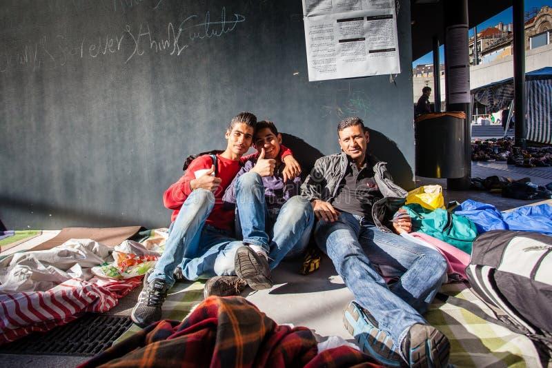 Download Keleti火车站的战争难民 编辑类库存图片. 图片 包括有 安格拉, 袭击, 圣战, arabel, isis - 59112539