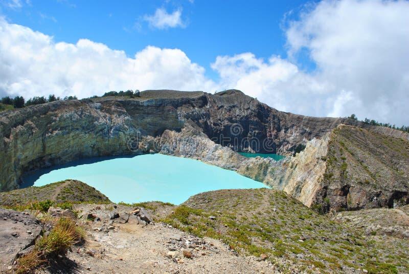 Kelimutu se compose de 3 lacs qui changent la couleur Parfois, sont temps bleus, verts, et noirs, et quelques autres qu'ils tourn images stock