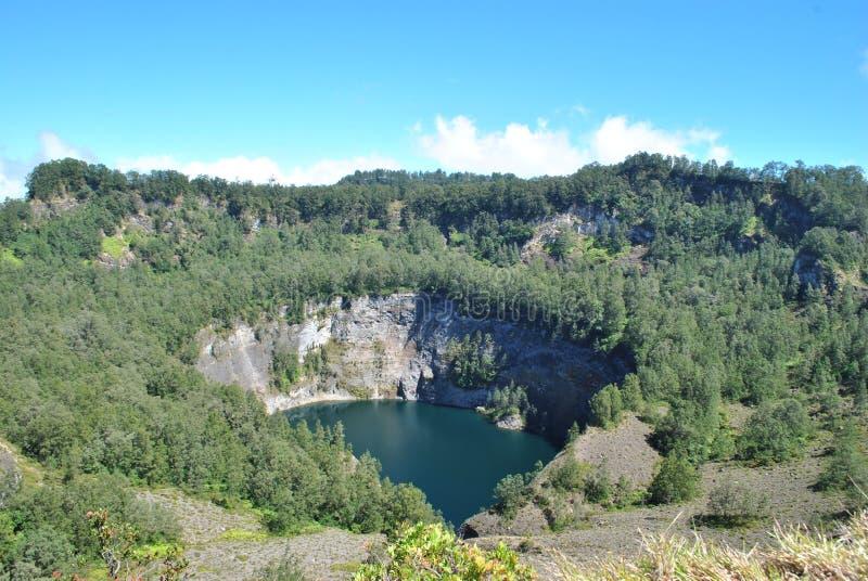 Kelimutu se compose de 3 lacs qui changent la couleur Parfois, sont temps bleus, verts, et noirs, et quelques autres qu'ils tourn images libres de droits