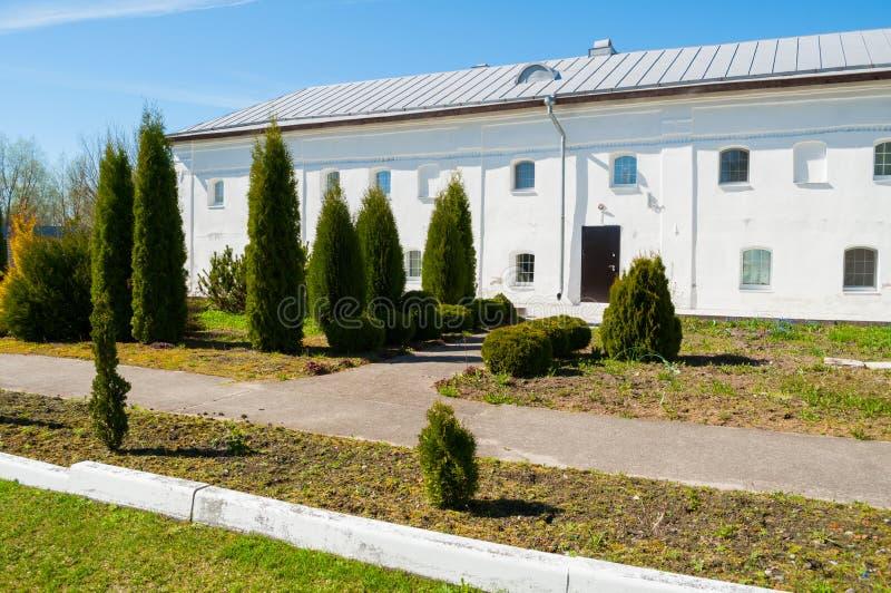 Kellergebäude XVIII des Jahrhunderts in stauropegic Kloster St. Nicholas Vyazhischsky in Veliky Novgorod Russland stockfotos
