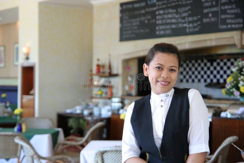 Kellnerin bei der Arbeit lizenzfreies stockbild