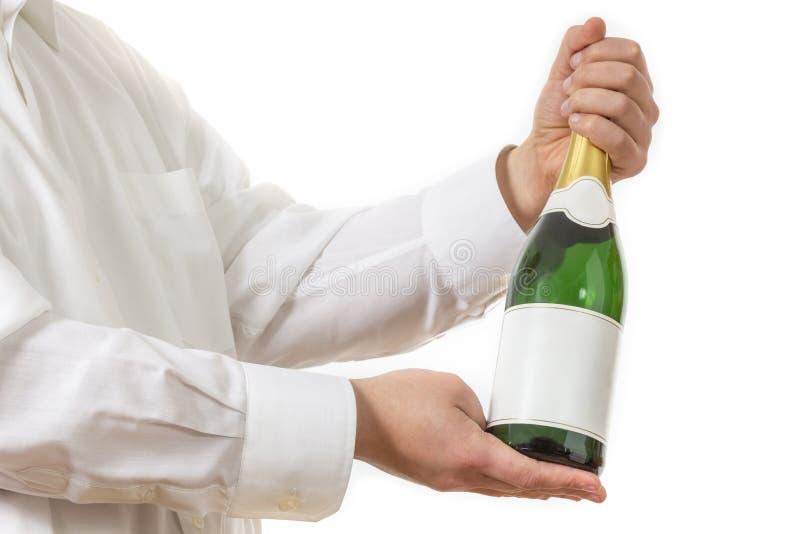 Kelner die een botle van Champagne voorstellen royalty-vrije stock fotografie
