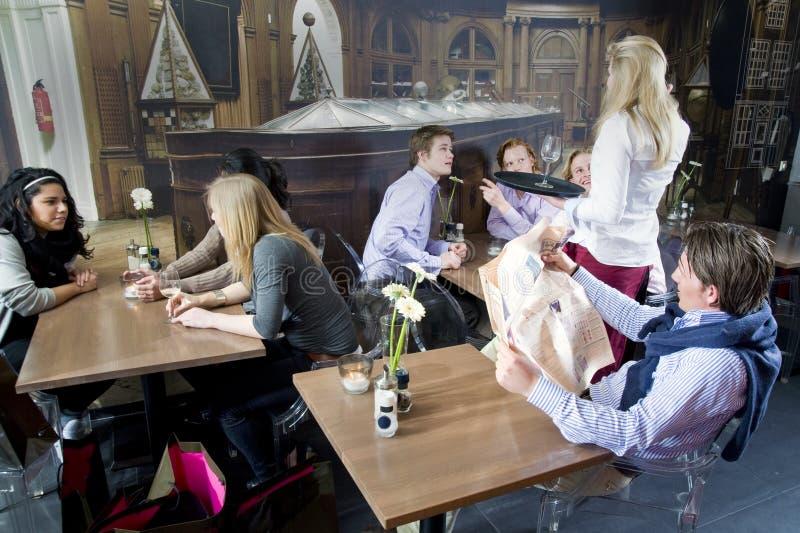 kelnerki działanie obrazy royalty free