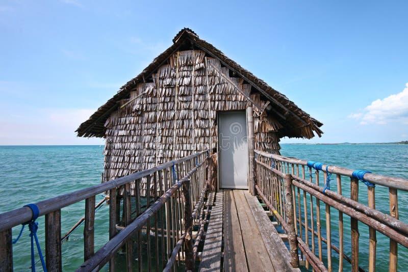 Kelong, la plate-forme de flottement en Indonésie photo stock