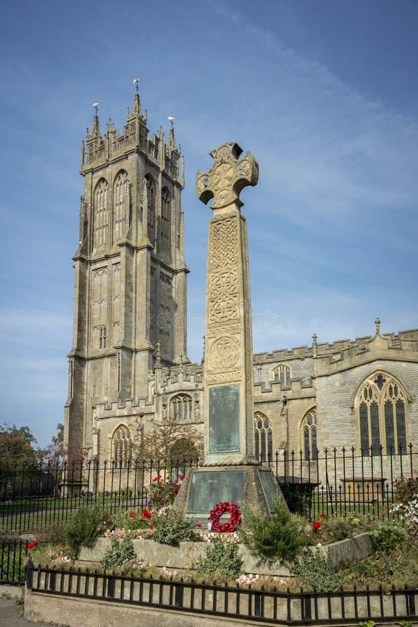 Keltisches Kreuz-Denkmal und Kirche, Glastonbury lizenzfreies stockfoto