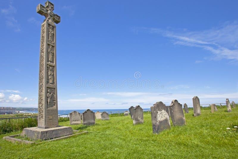 Keltiskt kors i Whitby Abbey royaltyfri foto