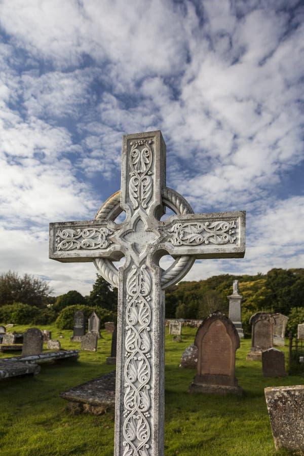 Keltiskt kors på Gaelic Chapel i Cromarty, Skottland arkivbilder
