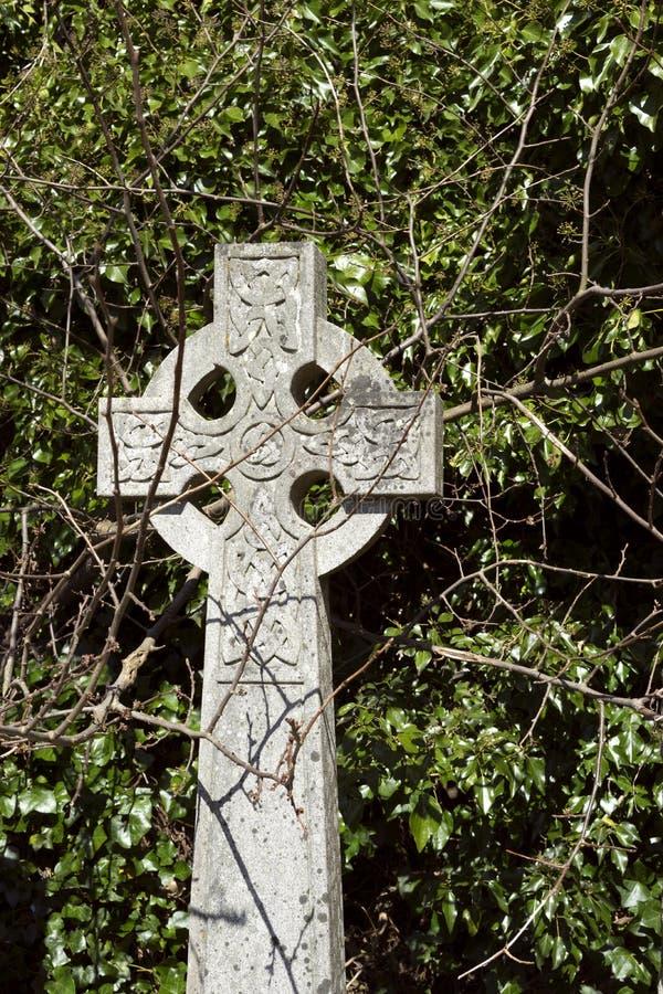 Keltiskt kors under anfall royaltyfria foton