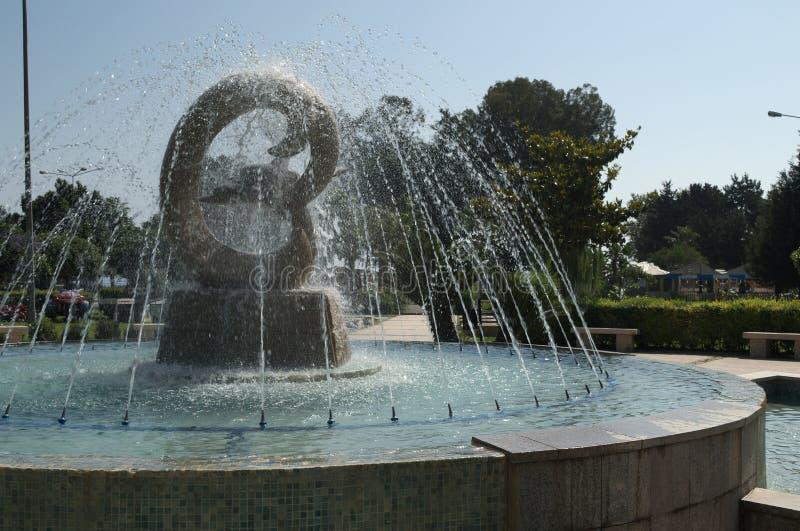 KEMER TURCJA, MAJ, - 10, 2018: fontanna z delfinami zdjęcia royalty free