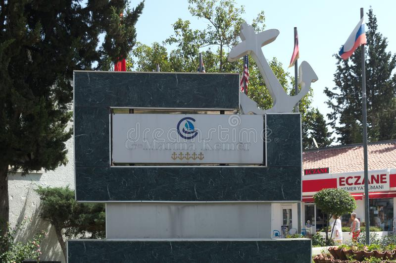 KEMER, TURQUIE - 10 MAI 2018 : l'entrée au port maritime photos stock