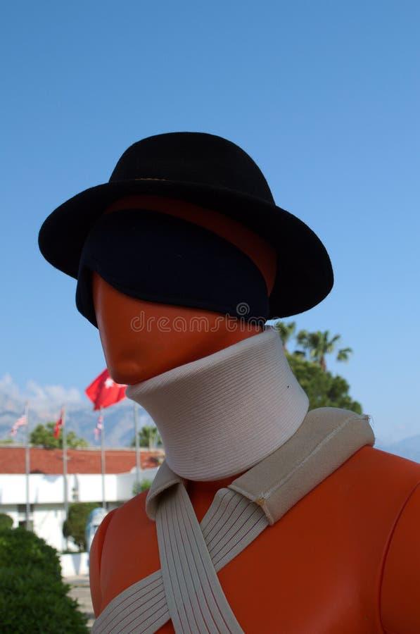KEMER, TURQUIE - 10 MAI 2018 : mannequin dans le chapeau, avec des bandages photos stock