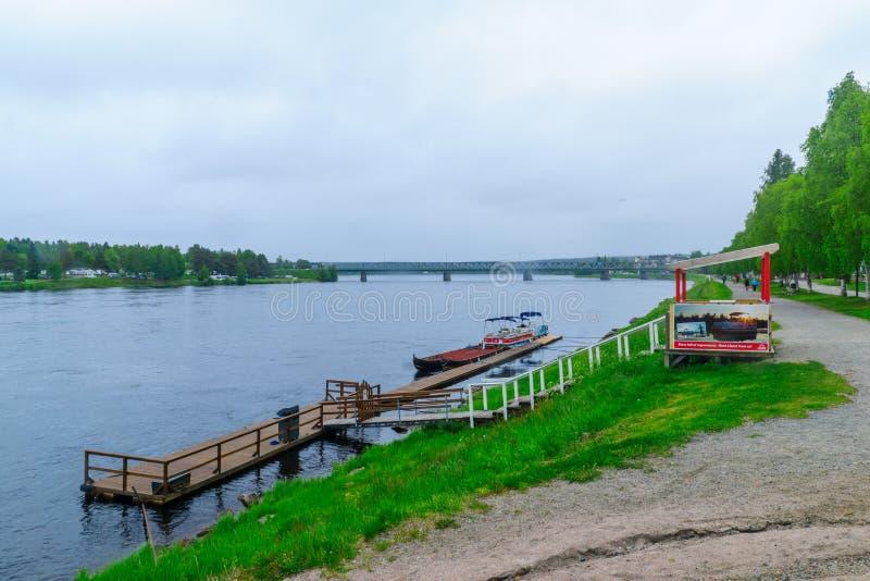 Kemijoki flod, i Rovaniemi arkivfoton