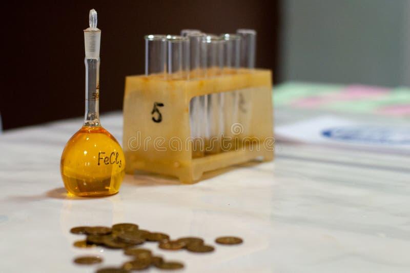 Kemikalieexponeringsglasflaska royaltyfria bilder