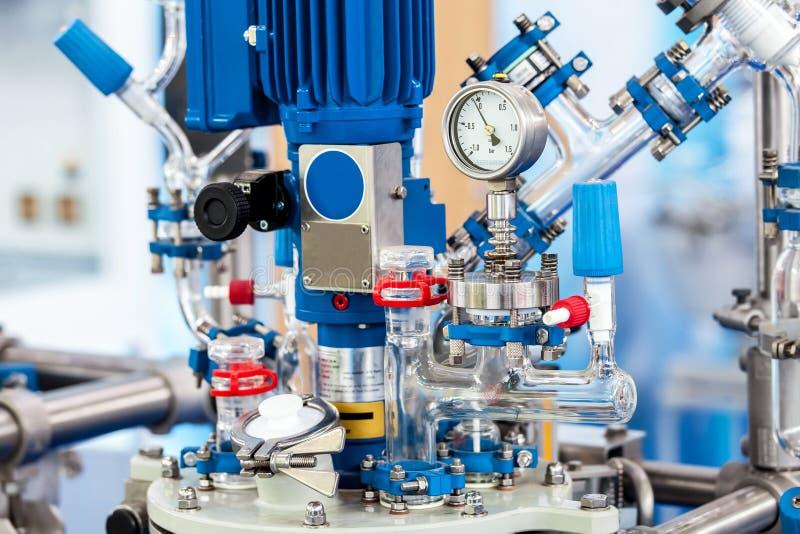 Kemisk bearbeta reaktorsystemcloseup arkivfoto