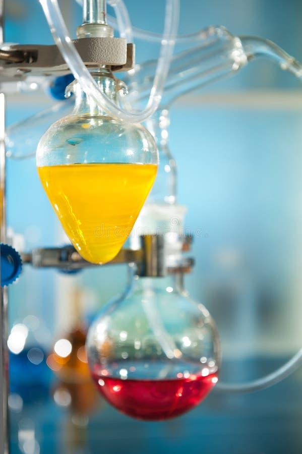 Kemisk reaktion arkivbild