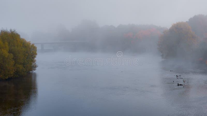 Kemnade im Nebel stockfotos