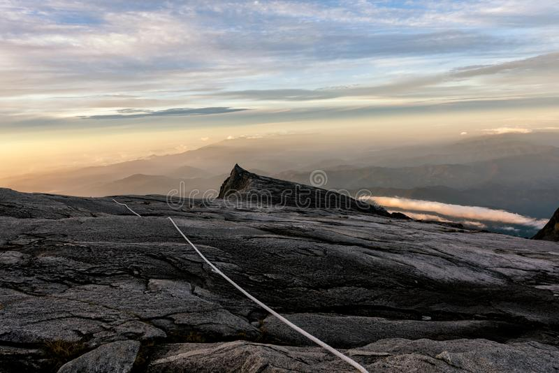 Kenabalu-Spitze in Malaysia stockbild