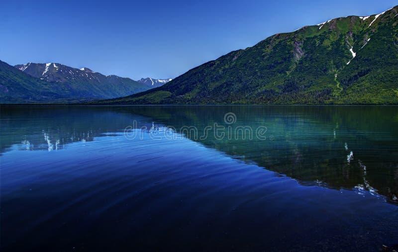 Kenai See-Blau lizenzfreie stockbilder