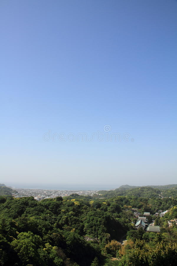 Kencho ji en cityscape van Kamakura vanaf bovenkant van berg, in Kanagawa, Japan stock foto