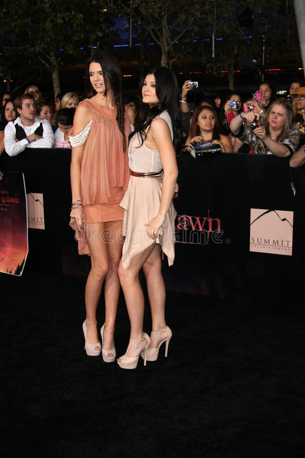Kendall Jenner, Kylie Jenner lizenzfreie stockbilder