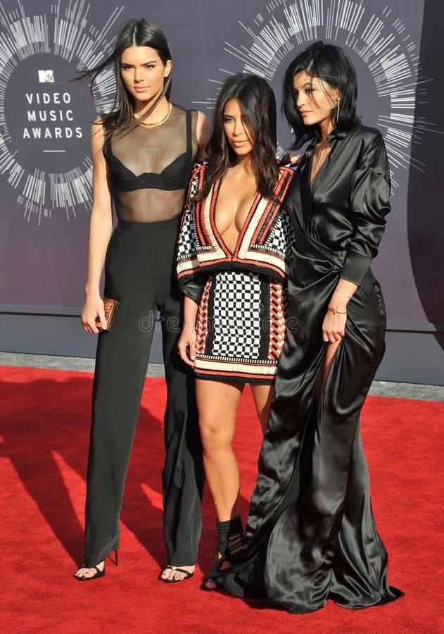 Kendall Jenner u. Kim Kardashian u. Kylie Jenner stockbild