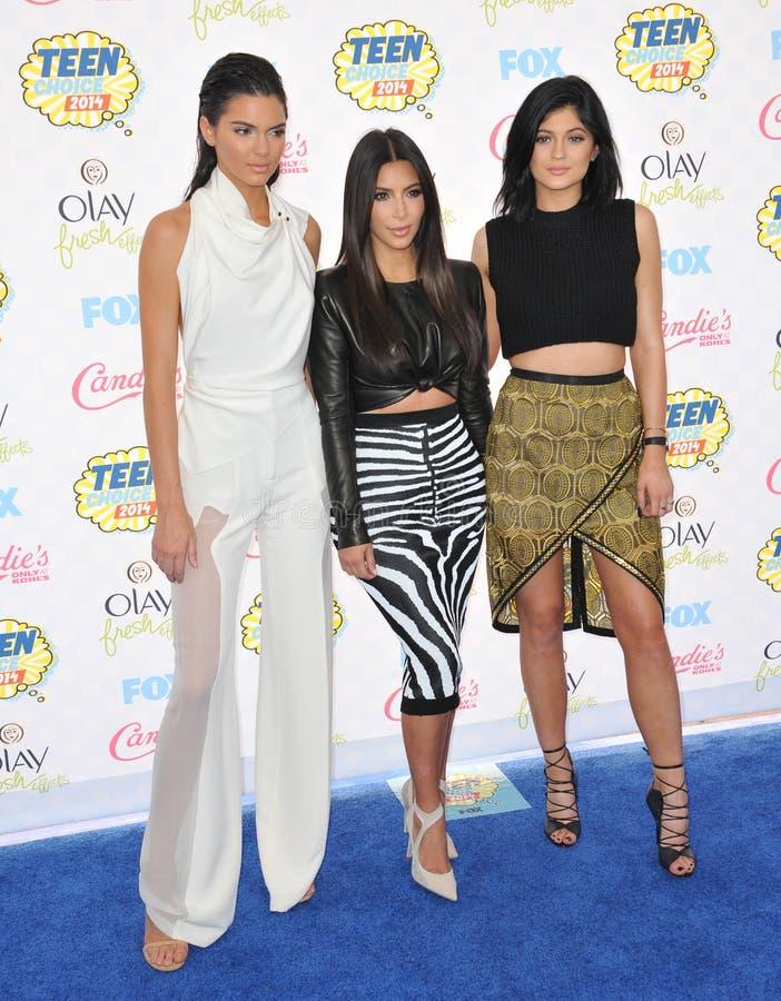 Kendall Jenner y Kim Kardashian y Kylie Jenner foto de archivo