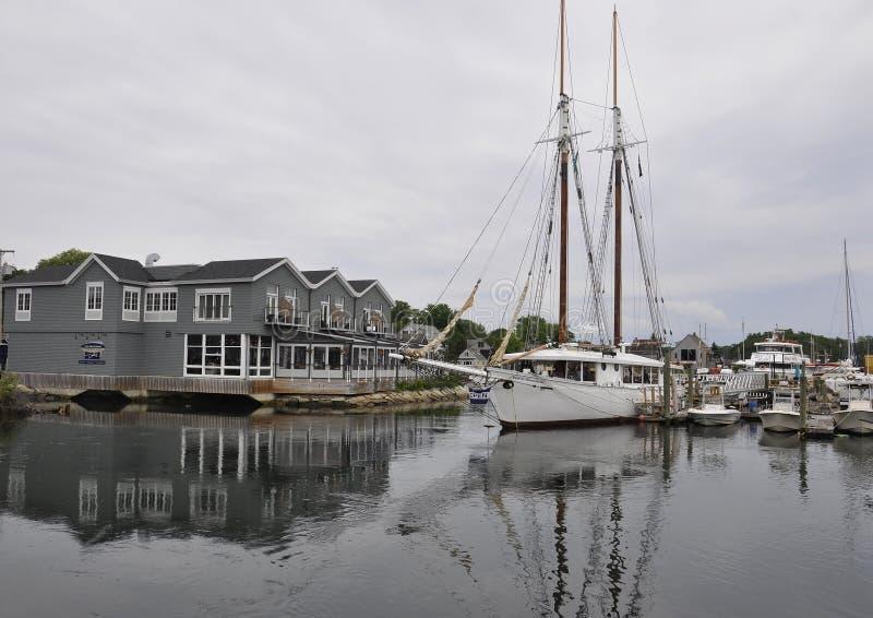 Kennebunkport, Maine, le 30 juin : Bateaux à voile dans le port de Kennebunkport dans l'état de Maine des Etats-Unis images stock