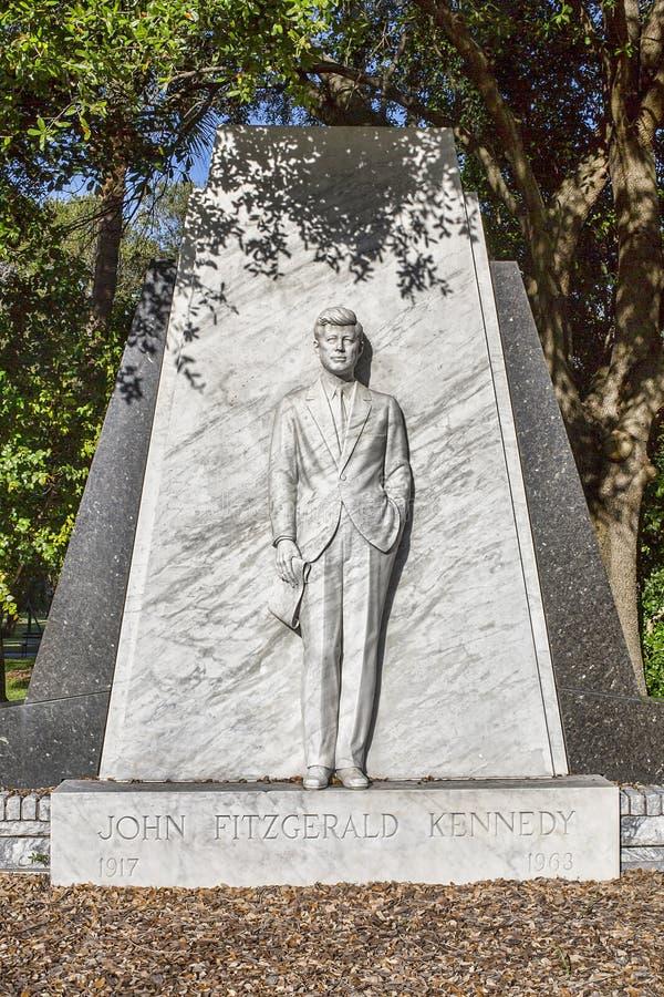 kennedy έτος γραμματοσήμων του Ισημερινού φ John του 1966 Αναμνηστικό άγαλμα Kennedy στοκ φωτογραφίες