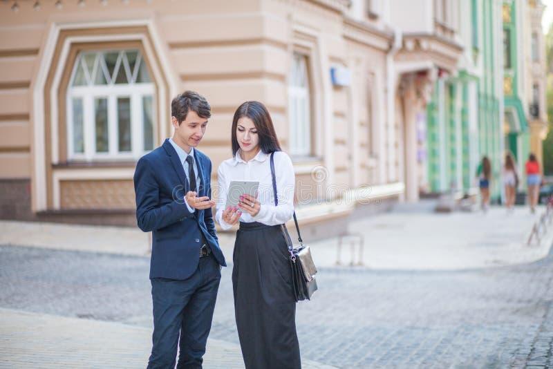 Kennis en mededeling van zakenman, onderneemster stock foto's