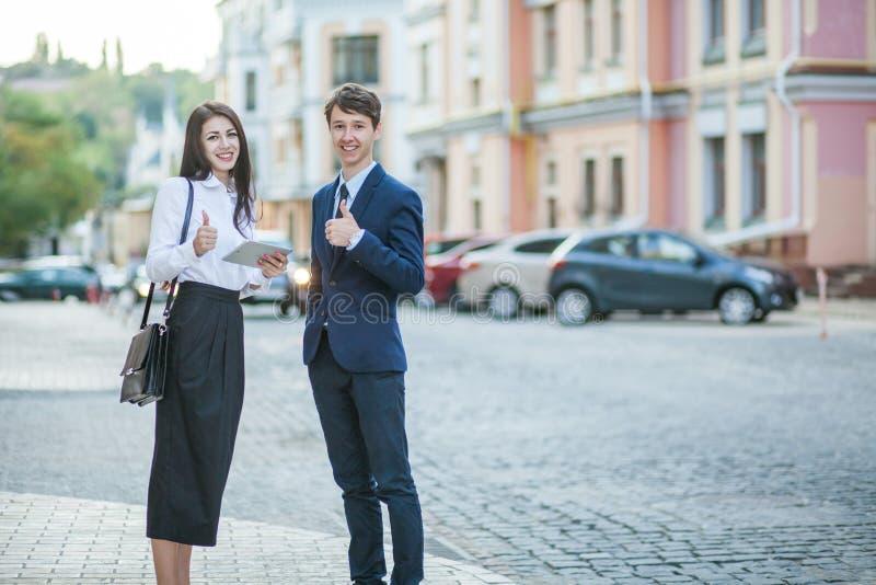 Kennis en mededeling van zakenman, onderneemster royalty-vrije stock foto's