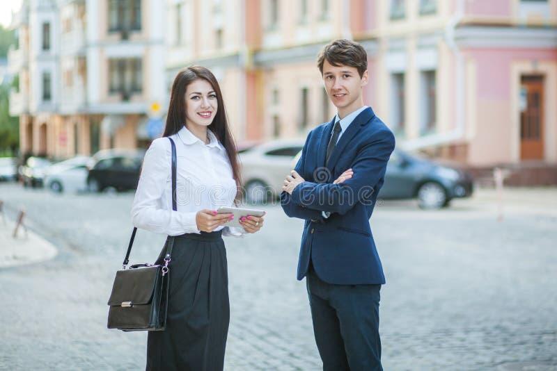 Kennis en mededeling van zakenman, onderneemster royalty-vrije stock foto