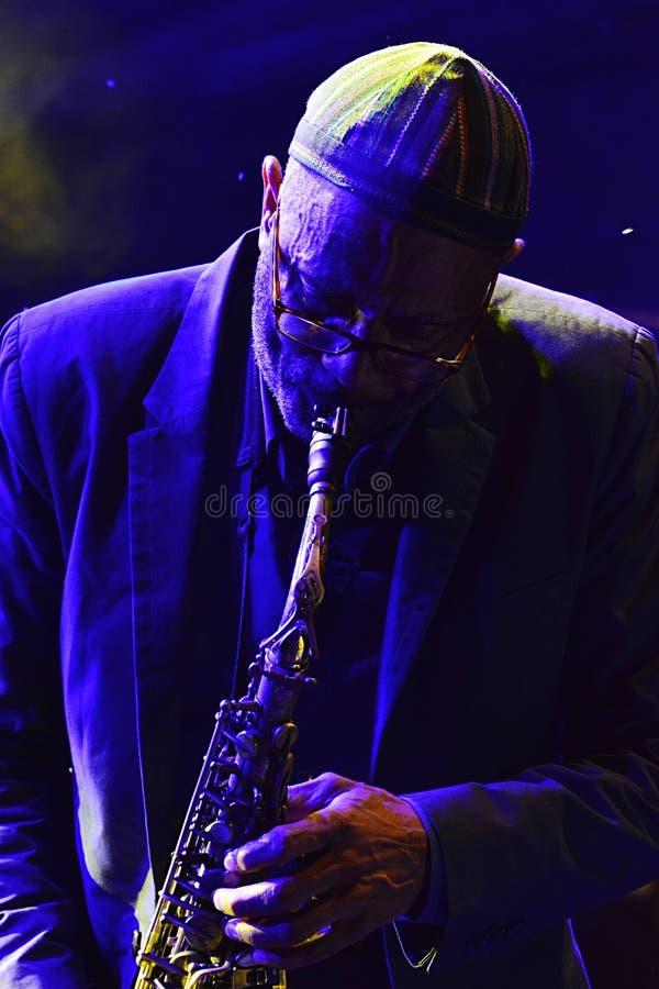 Kenny Garrett toca el saxofón del alto durante el festival de jazz del verano OpenJazzFest Zelena Voda, Eslovaquia, trigésima de  imagen de archivo