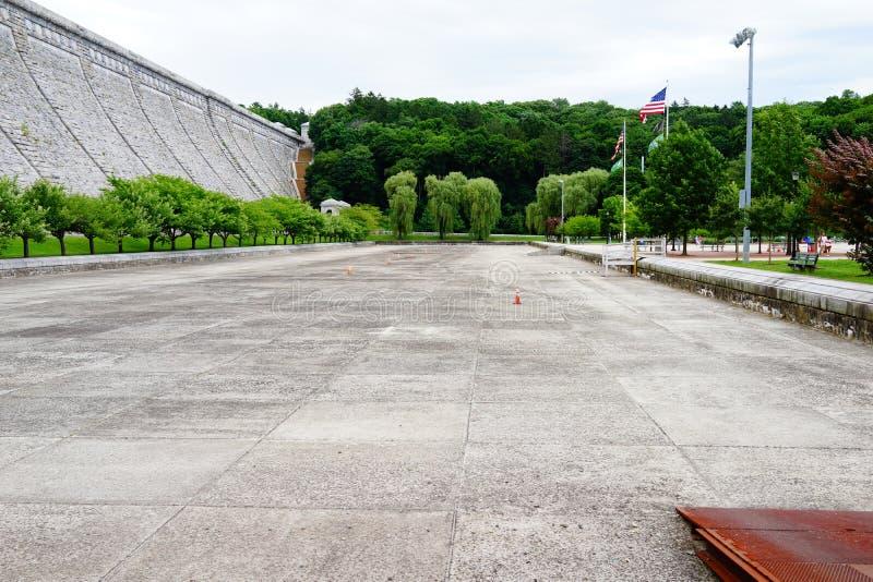Kensico-Verdammungs-Piazza und Reservoir c 1 lizenzfreies stockfoto