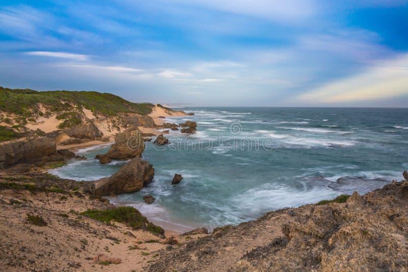 Kenton no mar - oceano e rochas imagens de stock royalty free