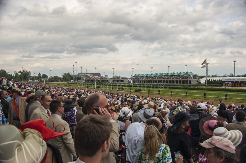Kentucky Derby Crowd em Churchill Downs em Louisville, Kentucky EUA fotografia de stock