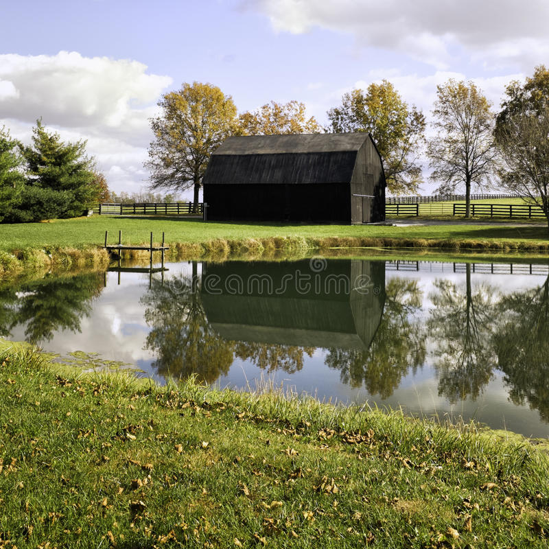 Kentucky Fall Barn Reflected in Pond stock photography