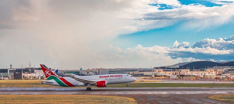 Kenya Airways som tar av royaltyfria foton
