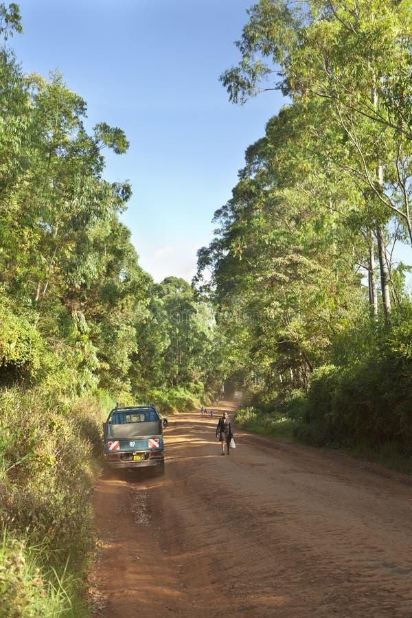 Kenyan Dirt Road Traffic, editorial fotografia de stock royalty free