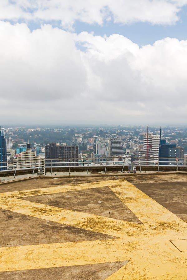 Kenyatta konferenci międzynarodowa Centre lądowiska witn widok na środkowej dzielnicie biznesu Nairobia zdjęcia royalty free